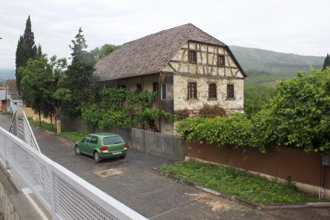 4.6.18 Ein noch intaktes Haus an der Dorfstraße