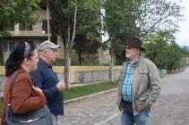 4.6.18 im Gespräch mit Dschulija und dem Dorfarzt