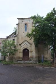 Die Kirche (der Turm ist abgebrannt)